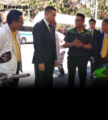 """คาวาซากิร่วมกิจกรรมของกรมขนส่งทางบก ความร่วมมือตรวจรถฟรี ขับขี่ปลอดภัย การตั้งจุดบริการร่วม """"อาชีวะอาสา"""" ทั่วไทย"""